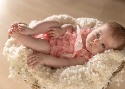 3 Monate alt baby Maedchen im Korb