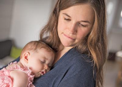 Baby Maedchen mit Mutter